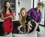 Секс молоденькой блондинки домработницы с хозяином - 1
