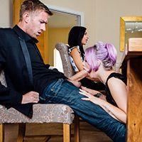 Групповое порно двух красивых девушек со своими ебарями на диване