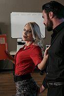 Смотреть красивый анальный секс с шикарной девушкой блондинкой и её сотрудником #1
