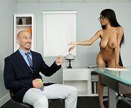 Смотреть межрасовый секс стройной негритоски с белым работником - 1