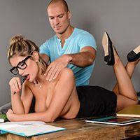 Секс пышнозадой студентки с преподом после эротического массажа