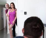 Смотреть порно сексуальной длинноногой красотки с другом своего мужа на кухне - 1