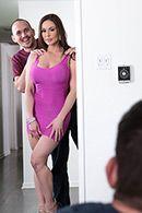 Смотреть порно сексуальной длинноногой красотки с другом своего мужа на кухне #1