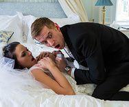 Смотреть анальный секс красивой брюнетки в свадебном платье с другом жениха - 1