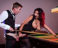 Смотреть красивый секс с шикарной брюнеткой в чулках на бильярдном столе - 2