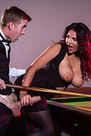 Смотреть красивый секс с шикарной брюнеткой в чулках на бильярдном столе #2