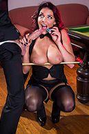 Смотреть красивый секс с шикарной брюнеткой в чулках на бильярдном столе #3