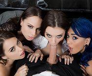 Смотреть групповое порно с тремя сексуальными красотками в офисе - 1