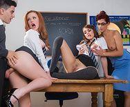 Групповое порно трех развратных молоденьких студенток с новым одноклассником - 3