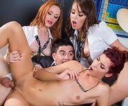 Групповое порно трех развратных молоденьких студенток с новым одноклассником - 5