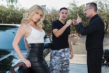 Смотреть секс измену молодой развратной красотки блондинки с водителем