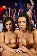 Смотреть горячий групповой секс с двумя девушками в клубе #5