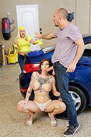 Жесткий трах татуированной сексуальной брюнетки на автомойке #2