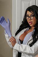 Горячее порно с сексуальной медсестрой с большими сиськами #1