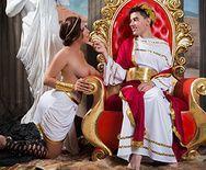 Жесткий трах молодого парня с сиськатой шлюшкой на троне - 1