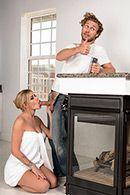 Красивую молоденькую блондинку нежно трахнул в ванной сантехник #2