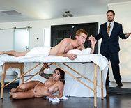 Анальный секс милой татуированной возбужденной массажистки с парнем - 3