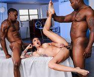 Межрассовый жесткий анальный секс молоденькой девки с двумя неграми - 5