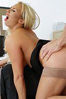 Смотреть порно пышногрудой блондинки секретарши с новым партнером #4