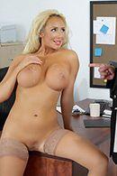 Смотреть порно пышногрудой блондинки секретарши с новым партнером #5