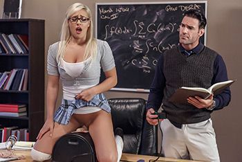 Секс молоденькой симпатичной блондинки школьницы с учителем на столе