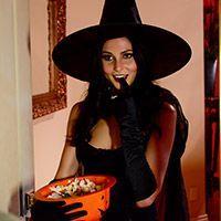 Смотреть трах в пизду с худенькой латинской брюнеткой в Хэллоуин