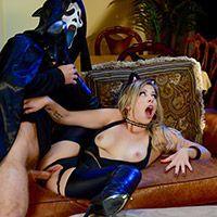 Смотреть страстный трах с шикарной блондинкой в Хэллоуин