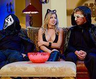 Смотреть страстный трах с шикарной блондинкой в Хэллоуин - 1