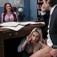 Классный секс втроем босса с двумя очаровательными девочками секретаршами