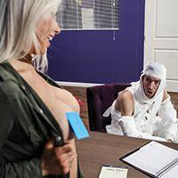 Смотреть секс в пизду с красивой блондинкой боссом с большими сиськами