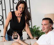Смотреть порно аппетитной сексуальной мамаши с молодым парнем - 1