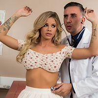Смотреть красивый трах в пизду с сексуальной пышногрудой сучкой в клинике