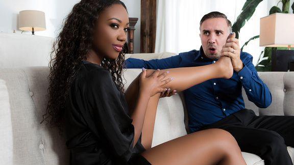 Смотреть межрасовый секс с сочной негритянкой с большой жопой