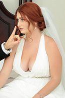 Симпатичная девушка с большой задницей трахается в пизду перед свадьбой #1