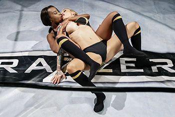 Смотреть красивое порно грудастых лесбиянок на ринге