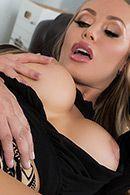 Смотреть секс в пизду с горячей сочной блондинкой с огромными сиськами #2