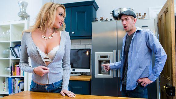 Смотреть порно трах в пизду с милой блондинкой с пышными формами