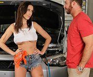 Смотреть жесткое порево в жопу с красивой девчонкой в гараже - 1