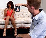 Порно зрелой пышногрудой модели с молодым фотографом - 1