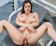 Смотреть порно секс в пизду в спортзале с жаркой брюнеткой - 3