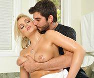 Смотреть трах в пизду с порочной зрелой блондинкой в ванне - 2