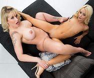 Лесбийское порно молоденькой блондинки с татуированной шикарной мамашей - 5