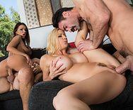 Групповое порно шикарных телок со своими ебарями на диване - 2