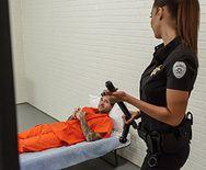 Секс пышногрудой сучки с заключенным - 1