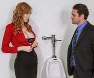 Жаркий секс со стройной рыжеволосой секретаршей - 1