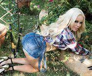Порно горячей блондинки с садовником - 1