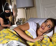 Страстный лесбийский секс молоденьких девок ночью в кровати - 1