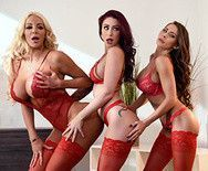 Групповой секс трех сексуальных проституток с накаченным хахалем на мальчишнике - 2