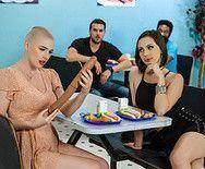Лесбийское порно развратных возбужденных красоток прямо в кафе - 1