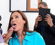 Секс опытной привлекательной училки с мужиком на столе - 2